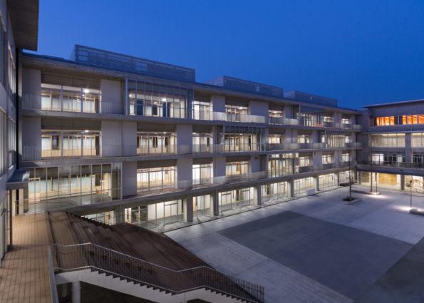 008_北校舎  西校舎3階より朝日のプラザを望む夜景_3399